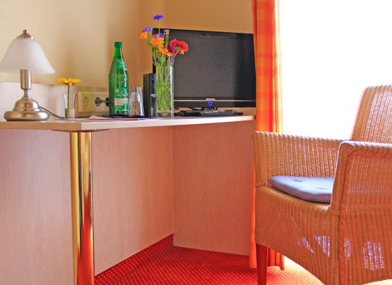 Schreibtisch im Einzelzimmer